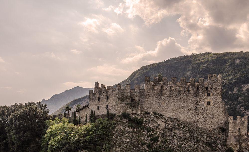 schöne Burg in Italien