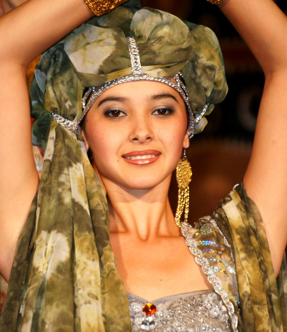sch ne frau in usbekistan foto bild fashion indoor frauen bilder auf fotocommunity. Black Bedroom Furniture Sets. Home Design Ideas