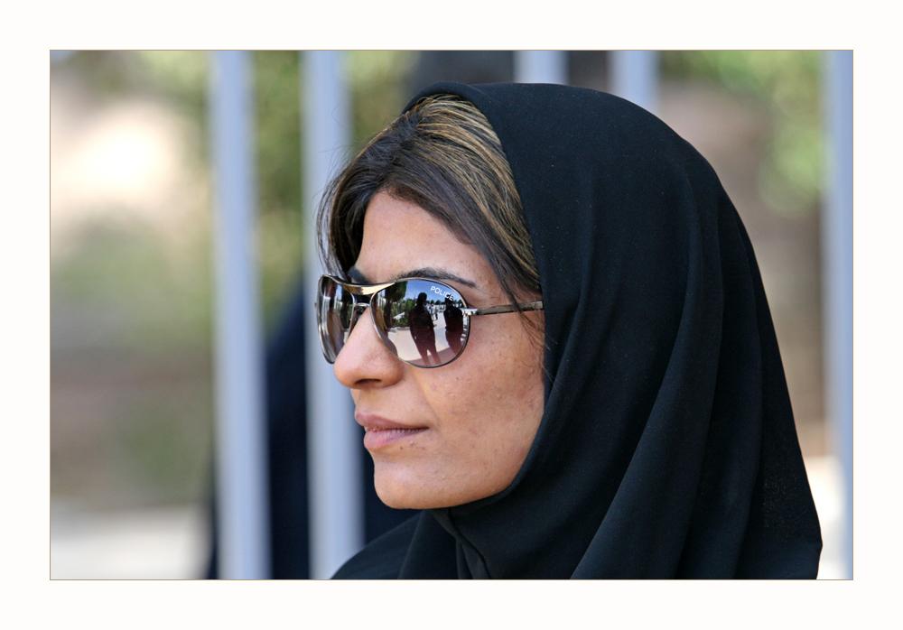 schöne Frau in Yazd