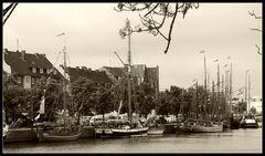 Schöne Oldtimer als Hafenschmuck .......