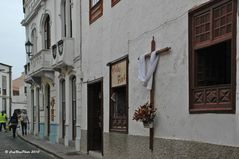 Schöne Wohnhäuser mit Kreuz Jesu in Garachico