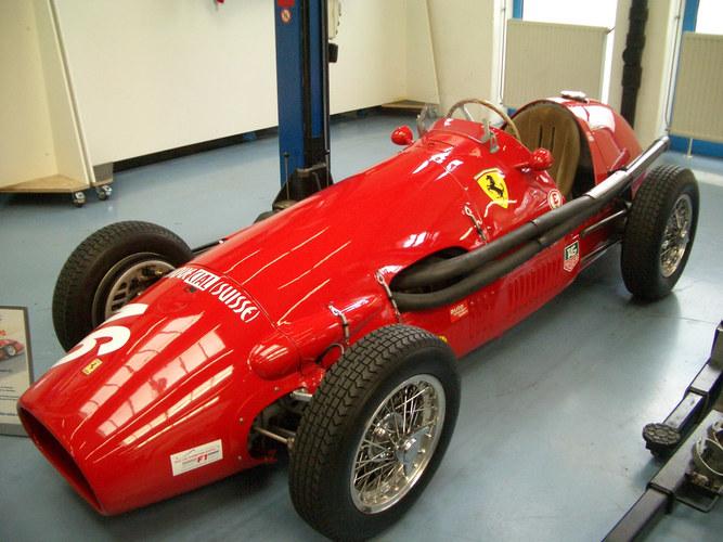 Schöner alter roter Sportwagen