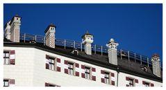 Schornsteine auf Schloss Ambras in Innsbruck