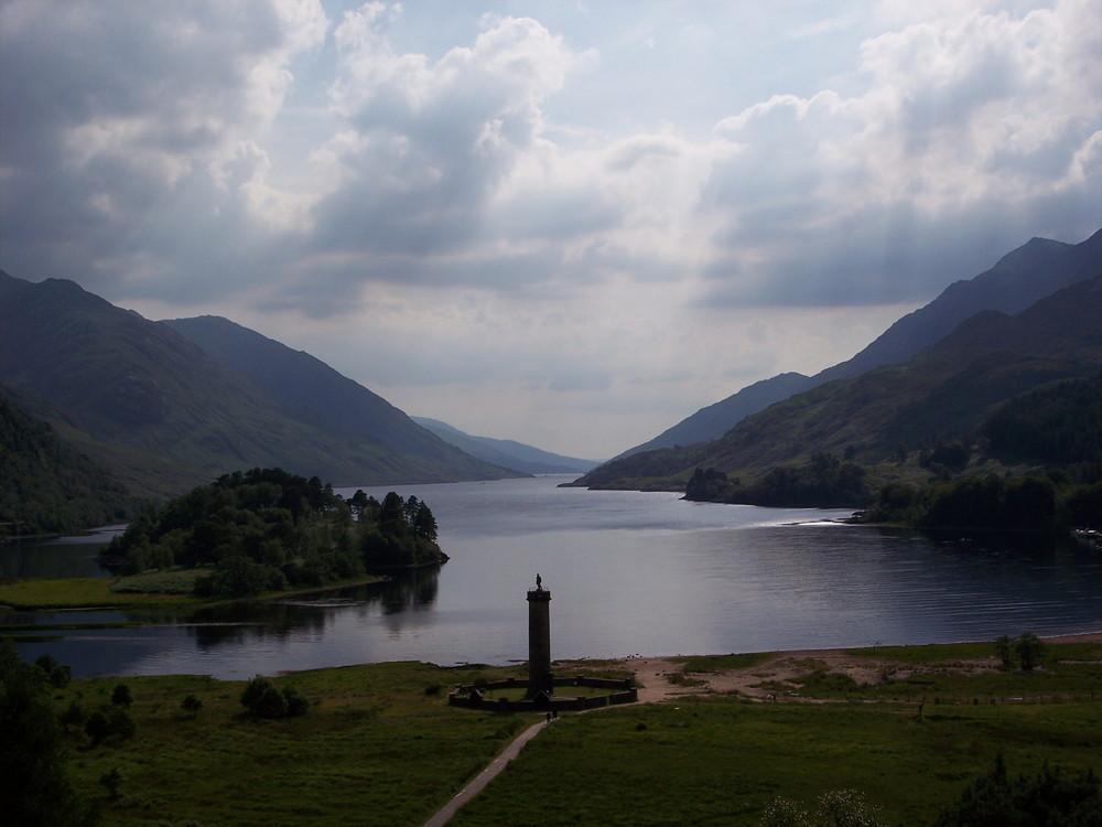 Schottland - Glenfinnan Monument am Loch Shiel