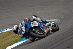 ...Schräglage des Deutschen Meisters der IDM Superbike 2009... !