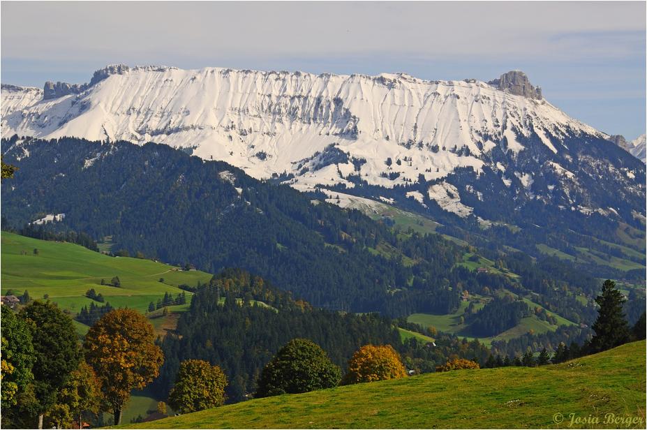 Schrattenfluh (mit Herbstlichen Vordergrund)