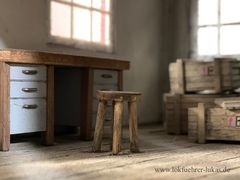Schreibtisch im Güterschuppen  1:32