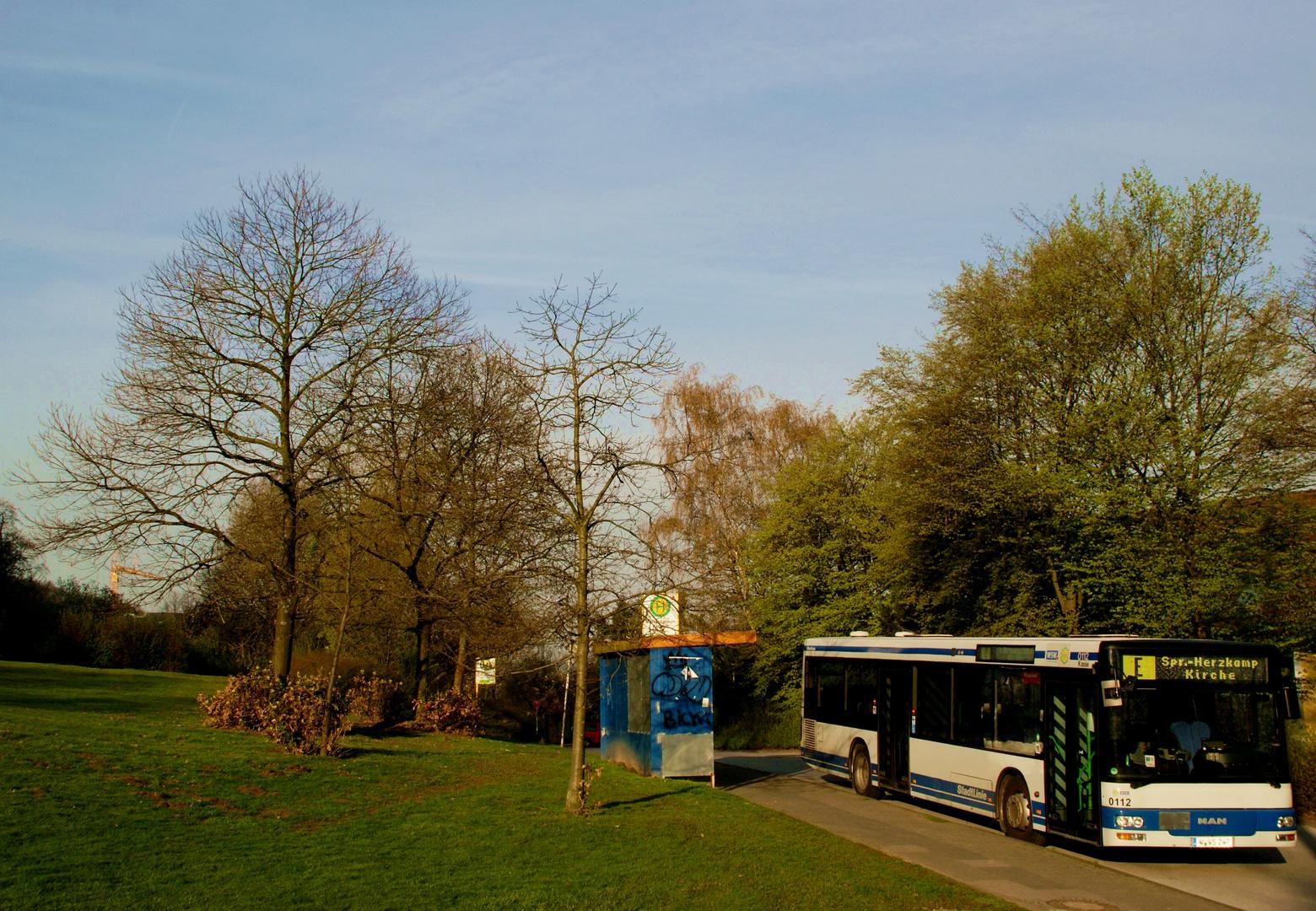 Schüler-Verstärkungsbus am Schulzentrum Kothen in Wuppertal