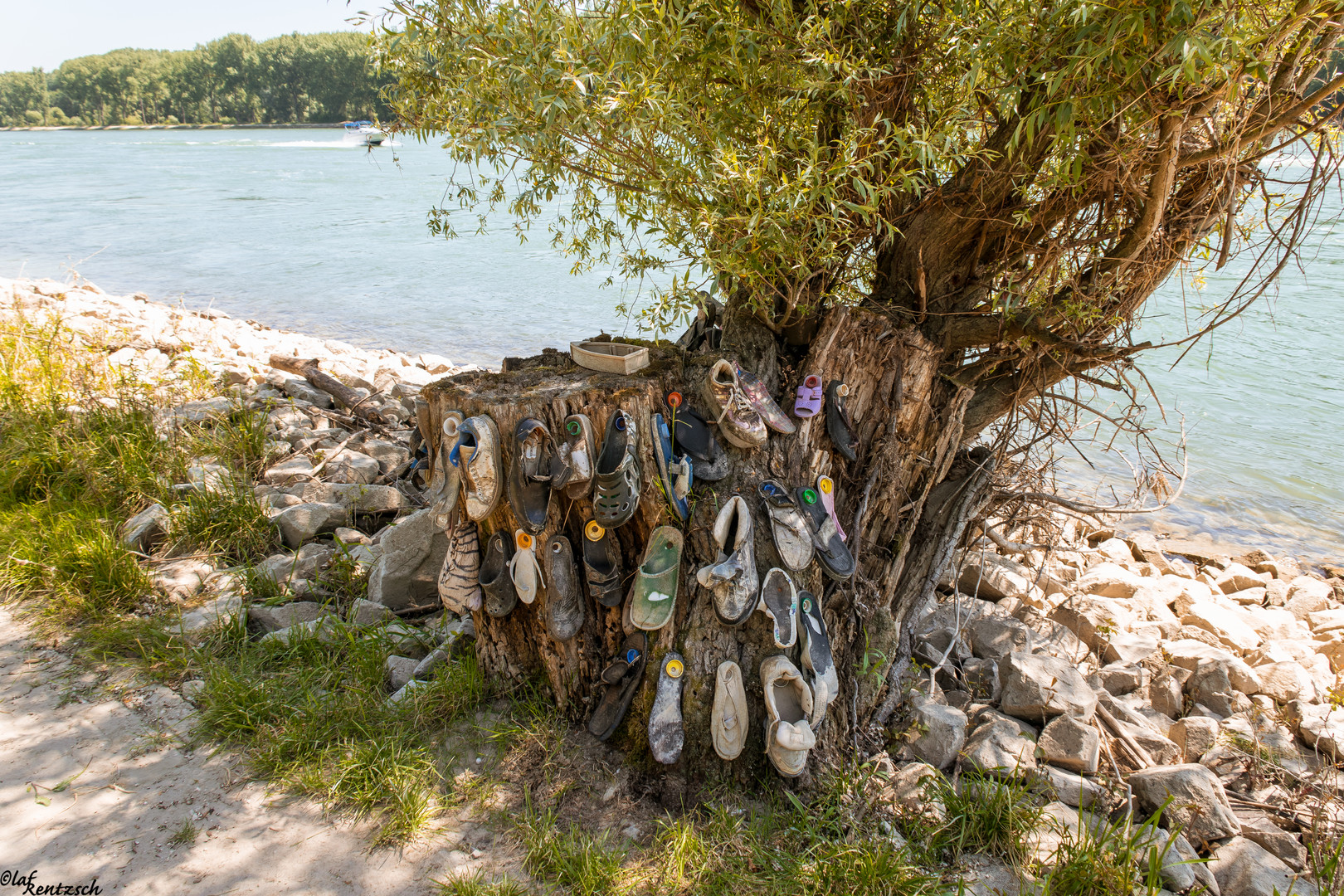 Schuhe am Rhein