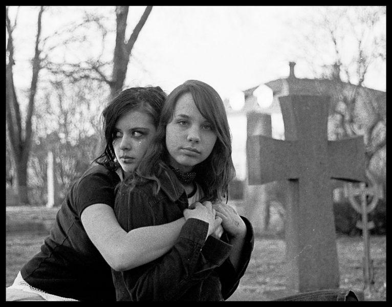 Schutzt Freundschaft von dem Tod?
