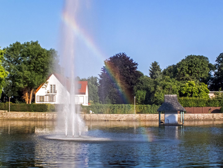 Schwanenteich in Jülich mit Regenbogen