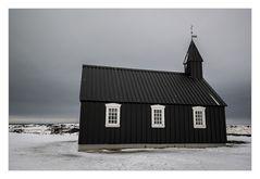 schwarz geteerte Holzkirche Búðakirkja in Búðir