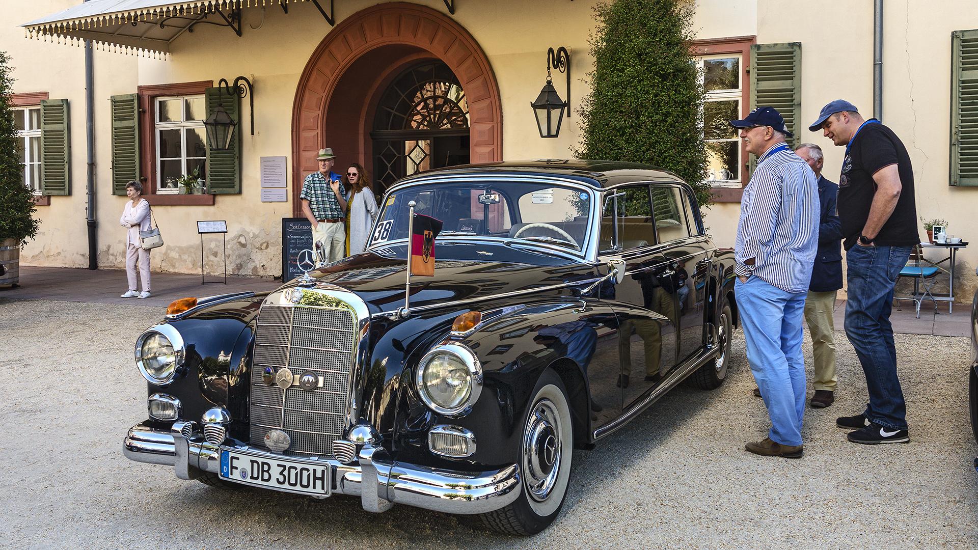 SCHWARZ-ROT-GOLD - DB 300H