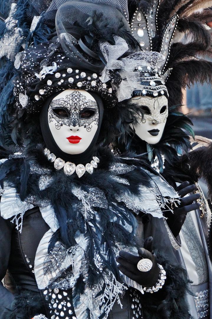schwarz wei foto bild fashion menschen masken bilder auf fotocommunity. Black Bedroom Furniture Sets. Home Design Ideas