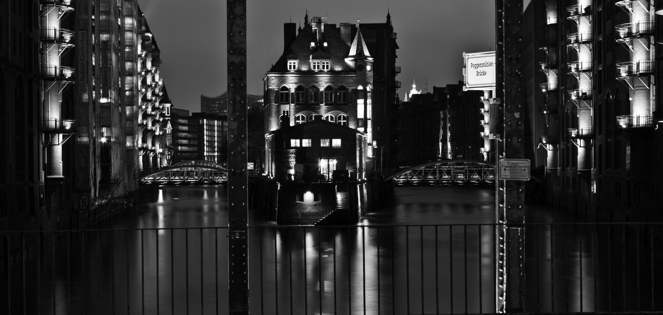schwarz wei hell dunkel foto bild architektur architektur bei nacht speicherstadt. Black Bedroom Furniture Sets. Home Design Ideas