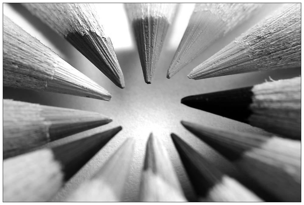 schwarz weiss stifte foto bild stillleben holzfiguren motive bilder auf fotocommunity. Black Bedroom Furniture Sets. Home Design Ideas