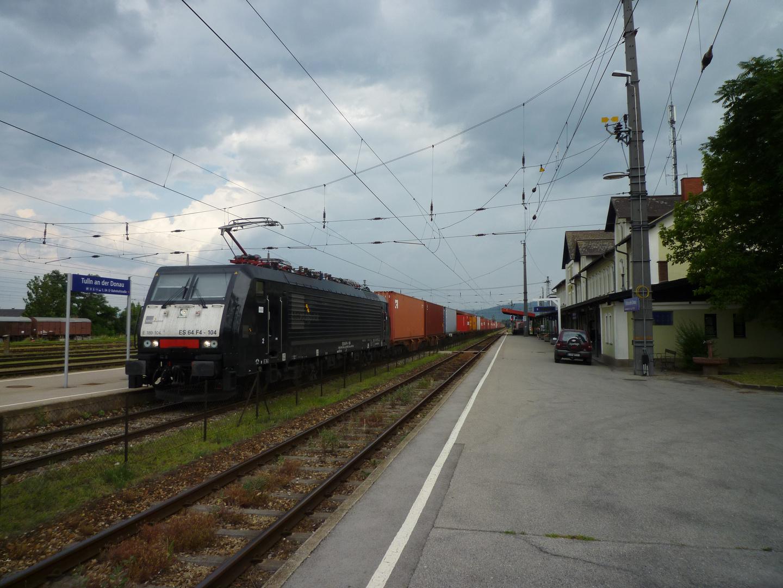 Schwarze 189 mit Containerzug