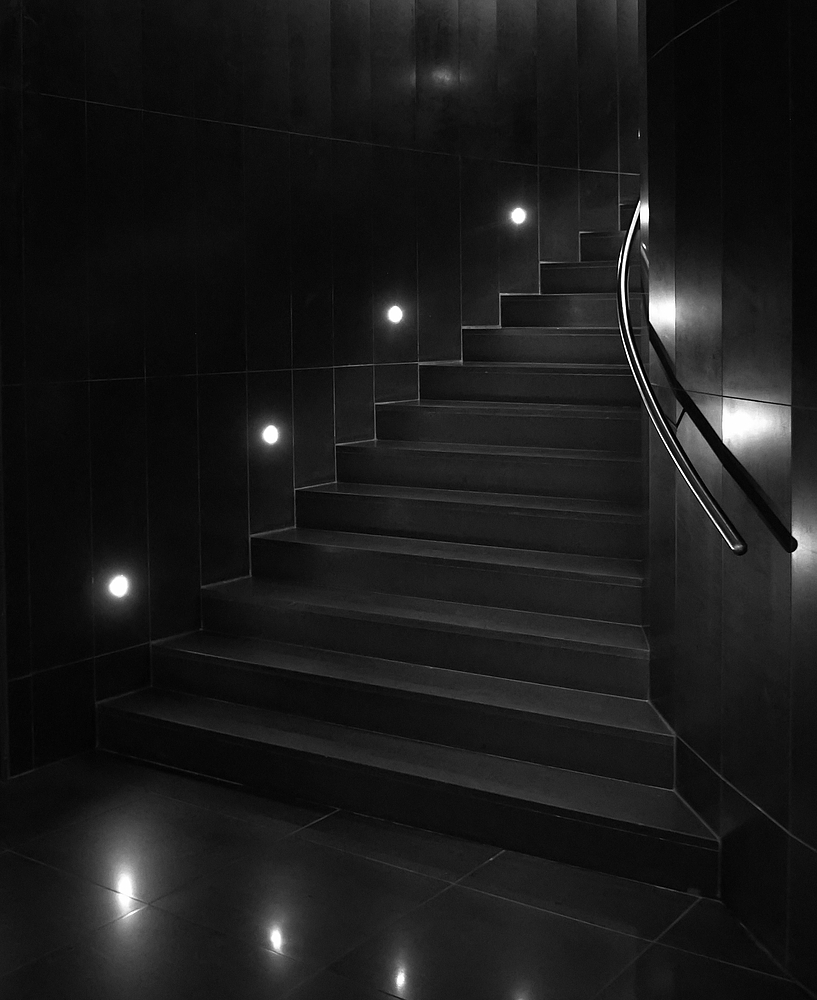 Schwarze Stiegenabgänge - der Alptraum vieler Menschen....