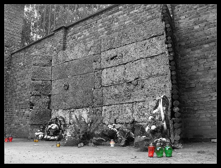 Schwarze Wand - Auschwitz