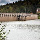 Schwarzenbachtalsperre mit Staumauer