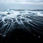 Schwarzer Vulkansand am Strand bei VIK-Island