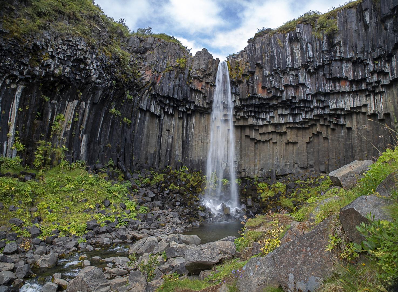 Schwarzer Wasserfall