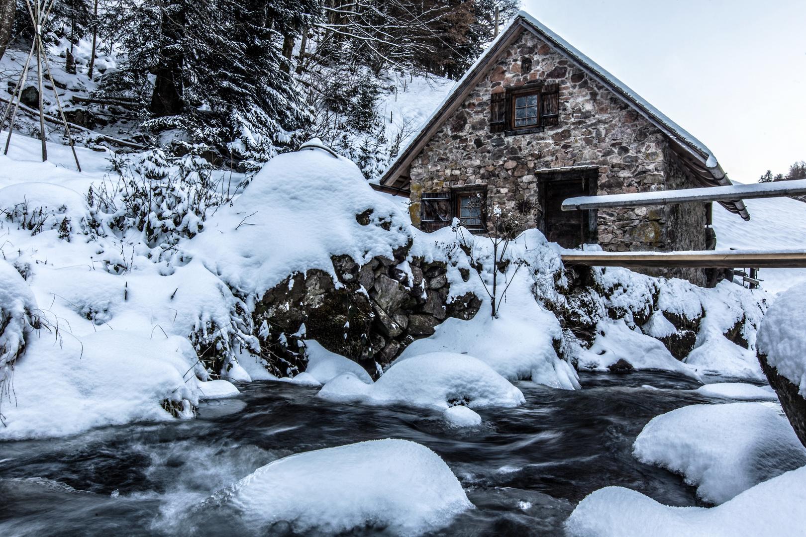 Schwarzwaldmühle im Winter