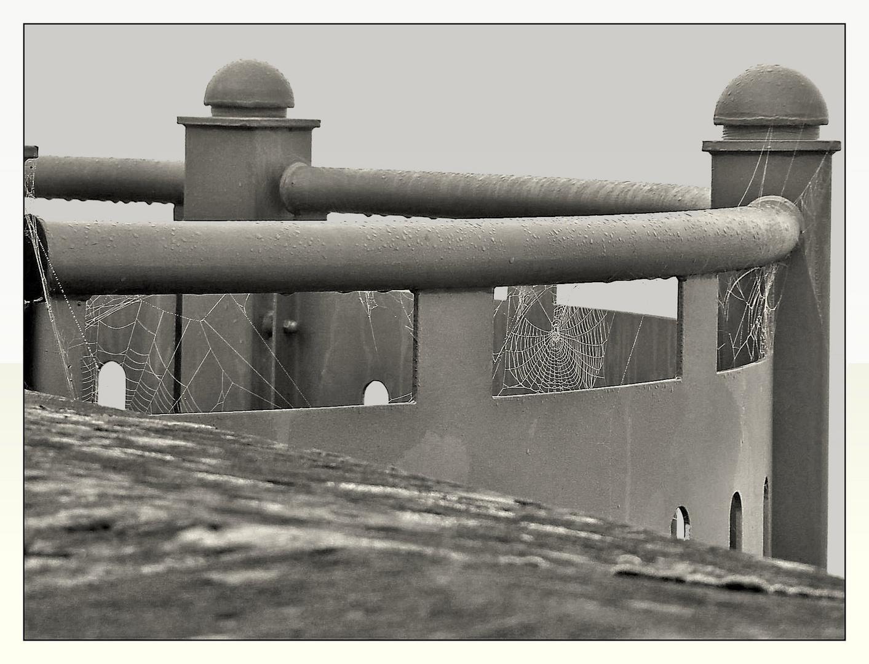 Schwarzweißer Freitag- Auf der Staumauer