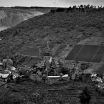 Schwarzweißer Freitag - Blick auf die Reichsburg in Cochem