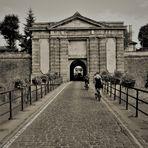 Schwarzweißer Freitag - Das Straßburger Tor von Neuf-Brisach
