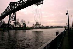 Schwebefähre an der Hochbrücke in Rendsburg über den Nordostseekanal