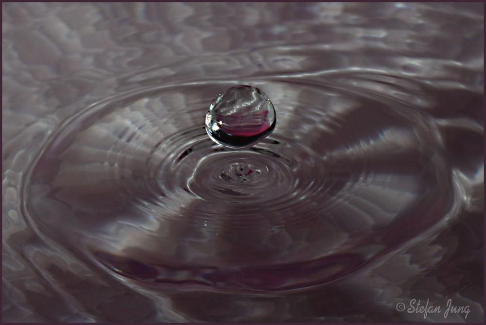 schwebender Wassertropfen