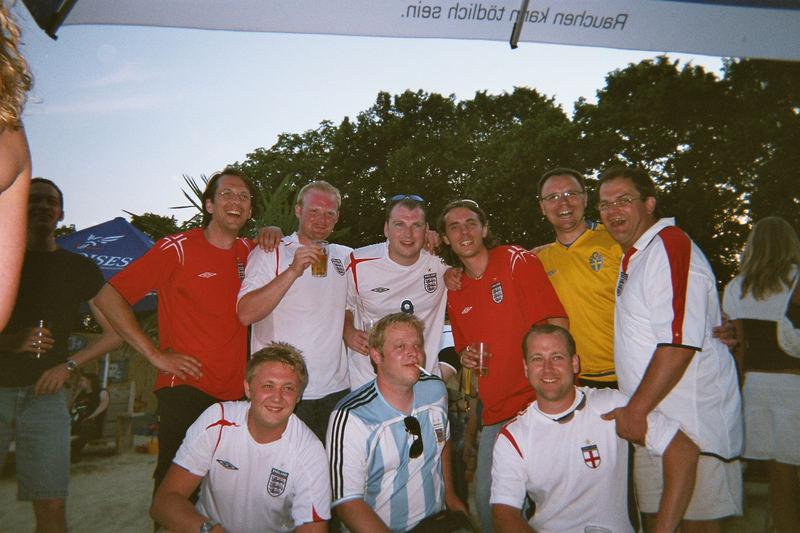 Schweden, England, Argentinien und Deutschland. Friedlich miteinander.