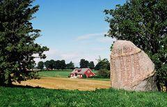 Schwedische Idylle mit Runenstein