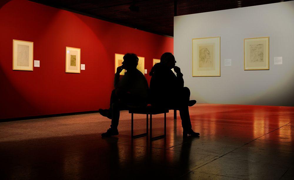 Schweigend im Museum