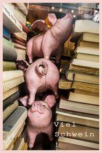 Schweine zwischen Büchern