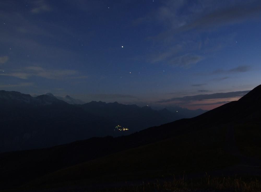 Schweizer Alpen bei Nacht
