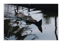 Schwer beladen durch die Backwaters