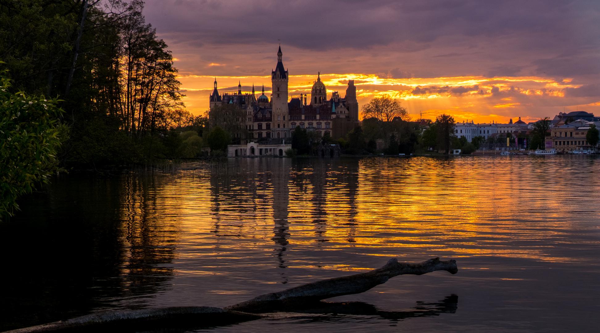 Schweriner Schloss im herrlichsten Sonnenuntergang