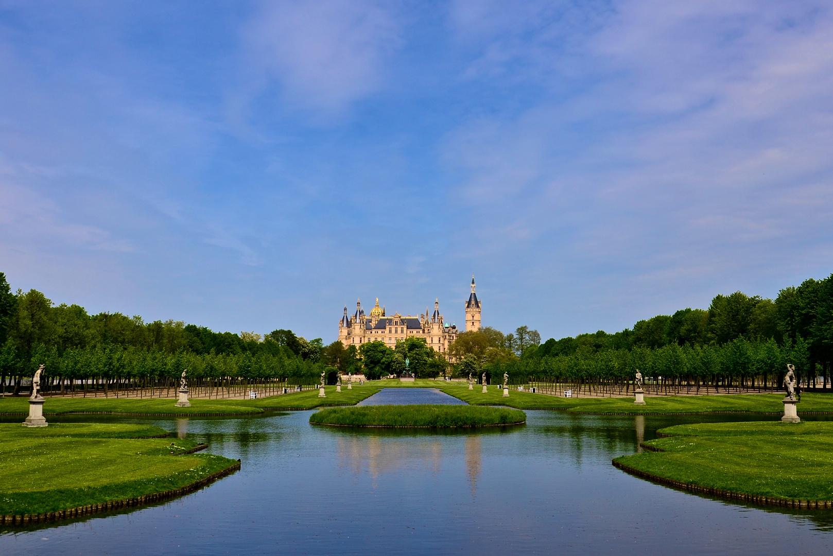 Schweriner Schloss mit Schlossgarten
