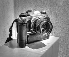 Schwerstmetal - Canon AE1 mit Motorantrieb