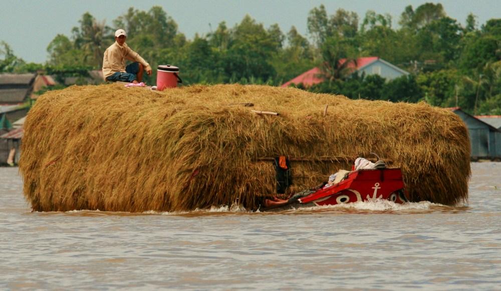 Schwertransport auf dem Mekong