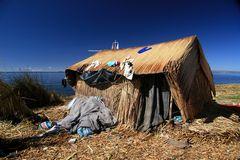 Schwimmende Insel der Urus auf dem Titicaca-See