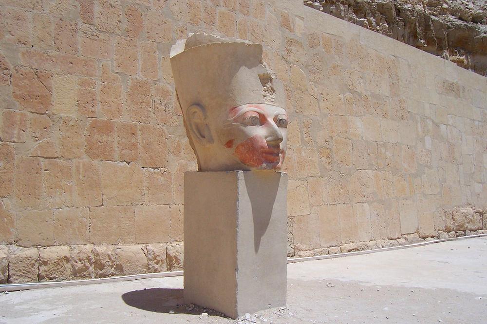 Sculptur am Hatschepsut Tempel