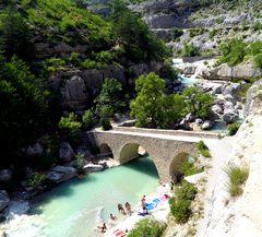 Se rafraichir ..... dans les Gorges de la Méouge en Provence ....