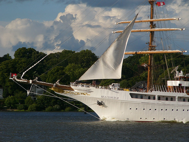SEA CLOUD II sticht in See:-)) War gestern in Hamburg.