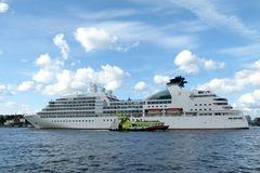 Seabourn Sojourn....verlässt Hamburg