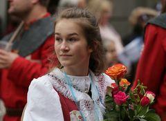 Sechseläuten: sie darf die Blumen der Ehrengäste tragen