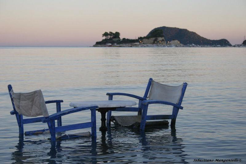 Sedie in mare