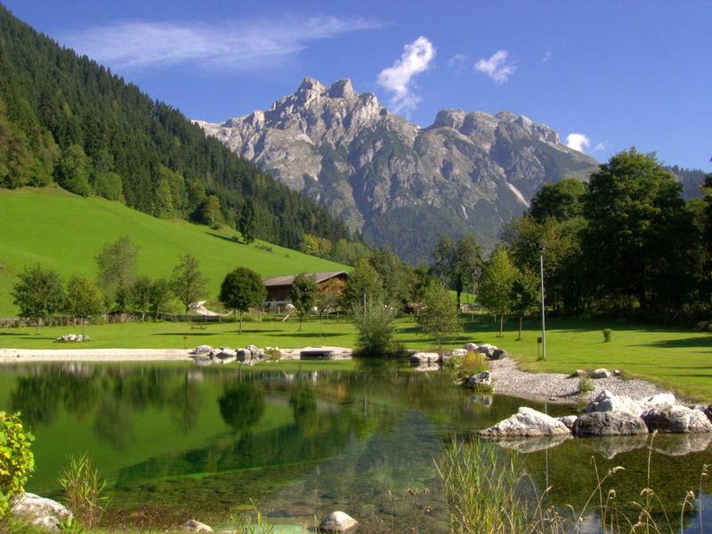 See mit Bergen in Werfenweng